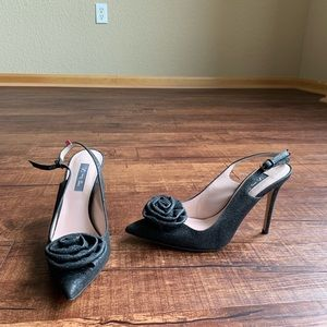 Textured blk/gray 7.5M SJP pointed toe sling back